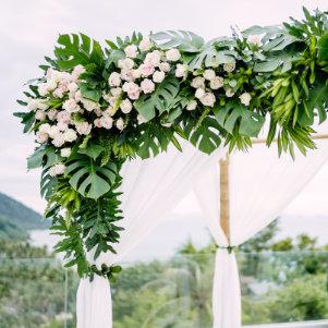 Décoration florale arche fleurie pour mariage sur Lyon et dans le Beaujolais