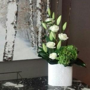 Décoration florale avec fleurs fraiches pour entreprise sur Lyon et dans le Beaujolais