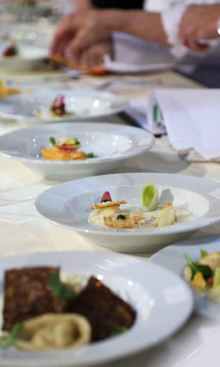 Photo d'assiette ronde en porcelaine blanche