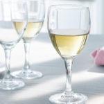 Photo de 3 verres a vin et eau élégance