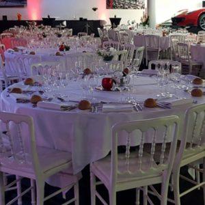 Image de tables et mobilier de location pour événement professionnel sur Lyon